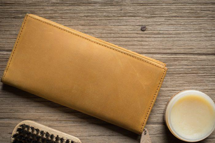 長財布とクリーム
