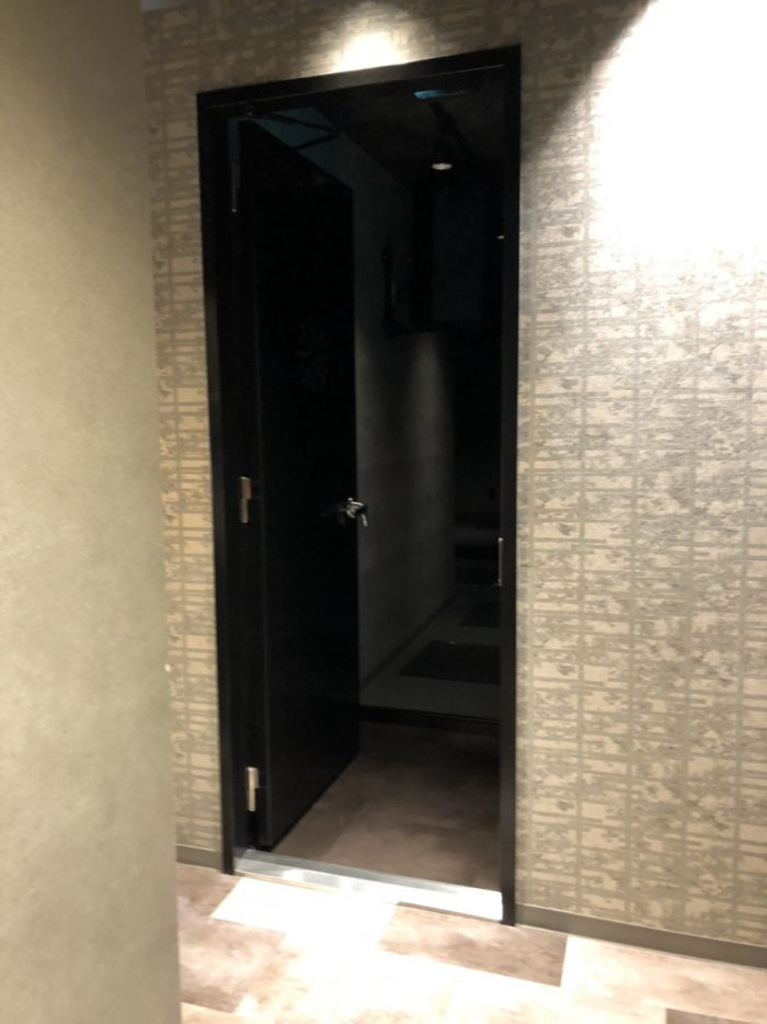 エクスパのスタジオの扉