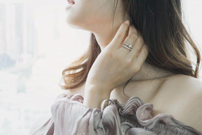 婚約指輪と結婚指輪の重ね付け2